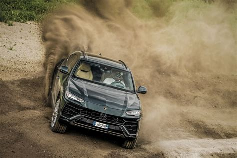 urus  road  lambo   ground clearance