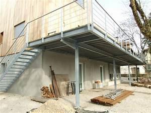 Terrasse Metallique Suspendue : terrasse sur pilotis en acier galvanise nos conseils ~ Dallasstarsshop.com Idées de Décoration