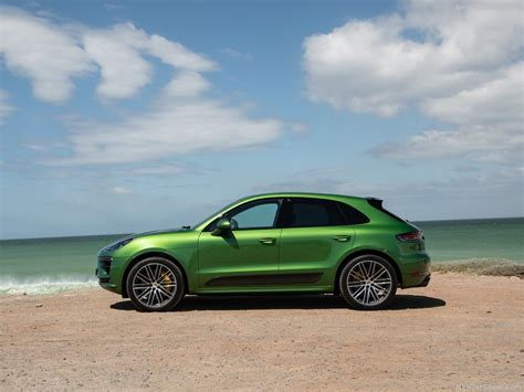 The body has five doors and five seats. Porsche Macan Turbo (2019) - picture 125 of 227 - 800x600