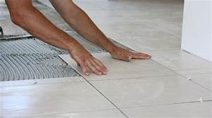 Astuce Enlever Plinthes Carrelage Sur Cloisons : pose du carrelage l 39 astuce pour espacer facilement les carreaux ~ Melissatoandfro.com Idées de Décoration