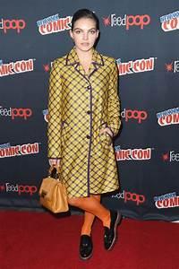 Camren Bicondova At New York Comic Con - Celebzz - Celebzz