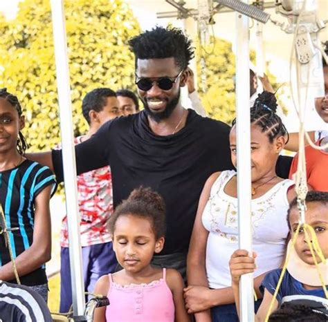Photos Bisa Kdei Visits Kids With Scoliosis At Focos
