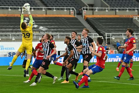 Newcastle United fans react to performance of Mark ...