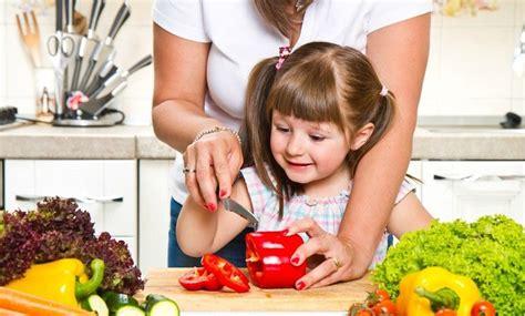 cuisiner pour amoureux leur apprendre à cuisiner pour leur apprendre à manger de