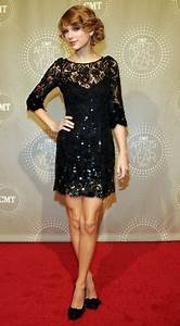 Taylor Swift In Jenny Packham - CMT Artists of the Year ...