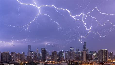 nights wild lightning storm curbed chicago