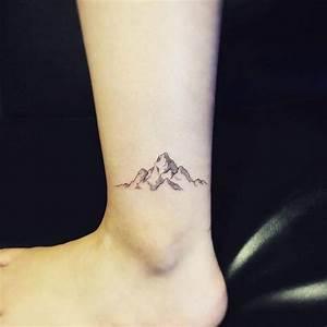 Tatouage Homme Cheville : tatouage cheville petit d licat et parfait pour l 39 t tatouage mountain tattoo mountain ~ Melissatoandfro.com Idées de Décoration
