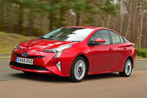 In Hybrid Cars 2016 by Toyota Prius Hatchback 2016 Pictures Carbuyer