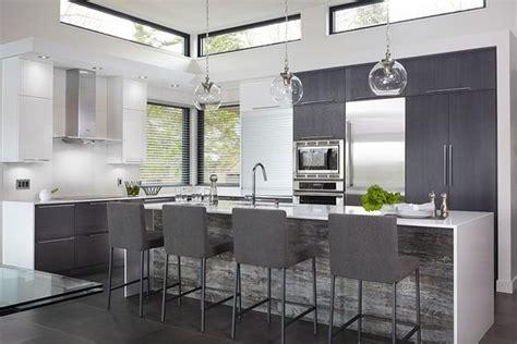 re lumineuse cuisine idée relooking cuisine les armoires de cette cuisine lumineuse et contemporaine ont été