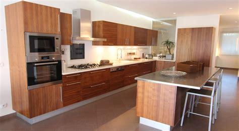 cuisine maison bois cuisine amenagee bois cuisine bois verni rustique mod le