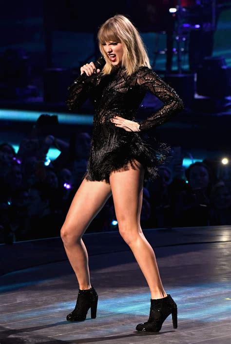 Taylor Swift SEXY STUNNING Super Bowl Party VIDEO - Celeblr