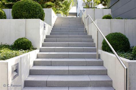 Schlichter Treppenaufgang Aus Betonstufen Modern
