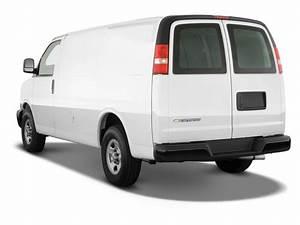 Image  2010 Chevrolet Express Cargo Van Rwd 1500 135