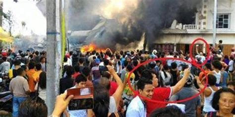 Situs Aborsi Jakarta Utara Terlalu Pesawat Hercules Jatuh Warga Justru Asyik Selfie