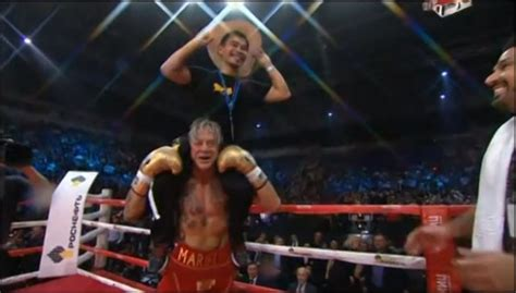 actor mickey rourke scores ko  boxing return
