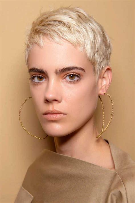Coupe Cheveux Coupe Courte Blond Platine Automne Hiver 2018 Les Plus Belles Coupes Courtes De 2018