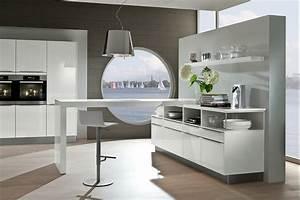 Moderne Küchen Bilder : moderne k che mit geradlinigen fronten in polarwei mit hochglanzeffekt ~ Markanthonyermac.com Haus und Dekorationen