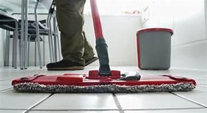 Brosse Electrique Pour Nettoyer Carrelage : 4 astuces pour nettoyer le carrelage en profondeur ~ Mglfilm.com Idées de Décoration