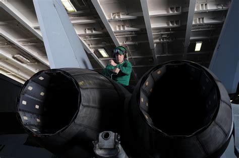 Us Navy 101111-n-9132c-022 Aviation Machinist's Mate