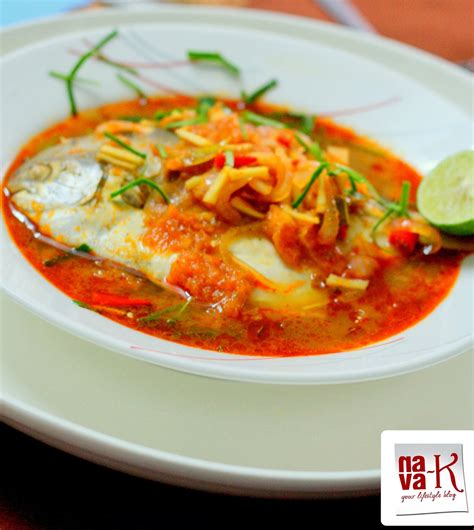 I know many of you are feeling the holiday bug, however, since we are not able to travel in the meantime, why not have a taste of thailand. Resepi Ikan Bawal Kukus Tomyam - Resep Bunda Erita