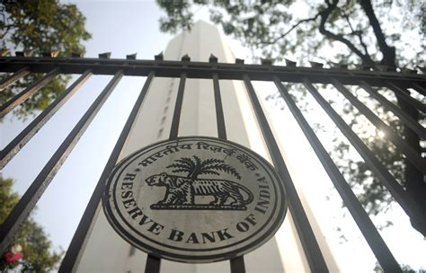 indias central bank  cut interest rates