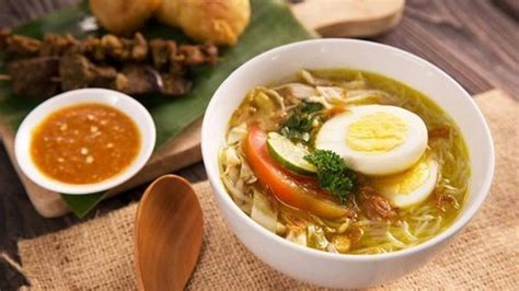 Mungkin anda juga salah satu penggemar soto ayam lamongan yang biasa anda beli di rumah makan terdekat. Resep Soto Ayam Lamongan Enak Khas Jawa Timur