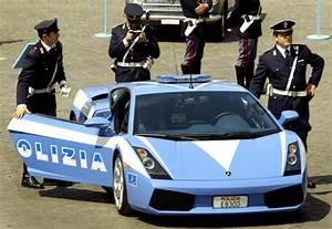 Le nuove Lotus dei carabinieri