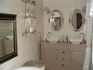 Relooker Meuble Salle De Bain : un joli meuble de salle de bains la renovation de meubles sans le decapage ~ Melissatoandfro.com Idées de Décoration