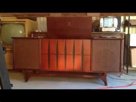 1964 RCA Victor New Vista Stereo Phonograph AM/FM Console
