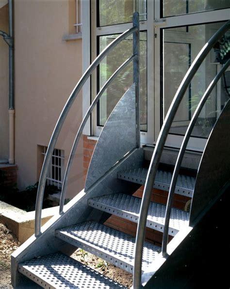 photo dt4 esca droit 174 escalier ext 233 rieur au design contemporain et industriel en acier