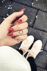 Finger Tattoo Herz : finger tattoo die sch nsten motive glamour ~ Frokenaadalensverden.com Haus und Dekorationen