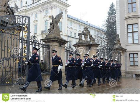 au bureau la garde changement de la garde des gardes d 39 honneur au palais