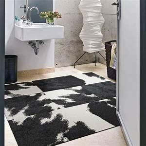 Tapis Geometrique Noir Et Blanc : les tapis de bain originaux sont ravissants ~ Teatrodelosmanantiales.com Idées de Décoration