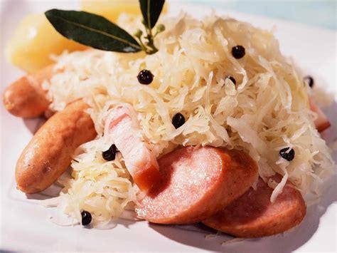 recettes cuisine alsacienne traditionnelle choucroute alsacienne facile recette sur cuisine actuelle