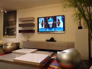 Meuble Tv Au Mur : meuble tv photo 5 9 puisque notre t l est accroch e sur le mur ~ Teatrodelosmanantiales.com Idées de Décoration
