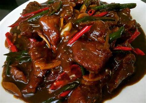 500 gr daging sapi bagian has, potong2, 1 sdm maizena utk campuran daging, 4 siung bawang putih dicincang, 1 bh bawang bombay, potong kasar, paprika secukupnya potong2, 1.5 sdm kecap manis, 1 sdm kecap asin, 1 sdt minyak wijen, 1 sdt saus tiram, 1 sdt lada hitam. Resep Sapi Lada Hitam oleh Muchliyanty Asril - Cookpad