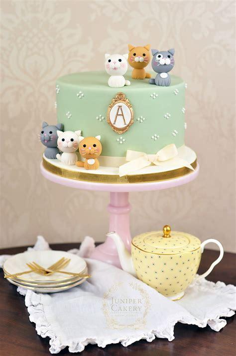 Torta infantil con diseño en plano técnica puzzle. Adorably Sweet Kitten Themed Cake!