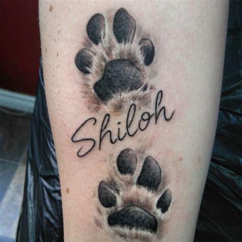 tatouages dempreintes de pattes de chiens qui vous