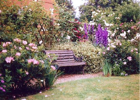 pictures of gardens romantic garden romantic gardens photos