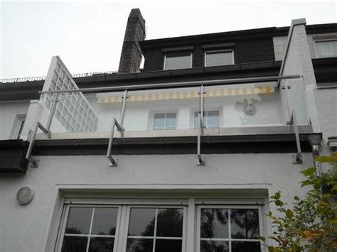balkongeländer aus glas balkongel 228 nder aus edelstahl rechteckrohr mit f 252 llung aus