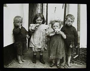 Poor Victorian children. So touching.... | Old Photo's ...