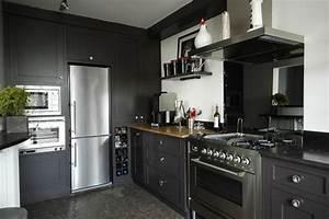 photo le guide de la cuisine l39elegance du gris anthracite With cuisine noire et grise