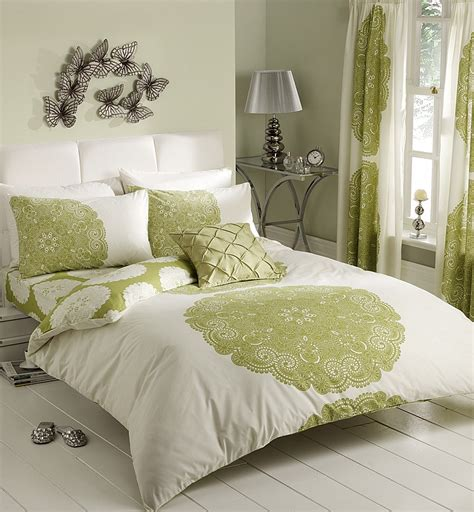 Retro Bedroom Ideas With Light Green White Bedding Sets