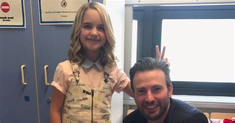 Chris Evans Visits Children's Hospital in LA March 2017 ...
