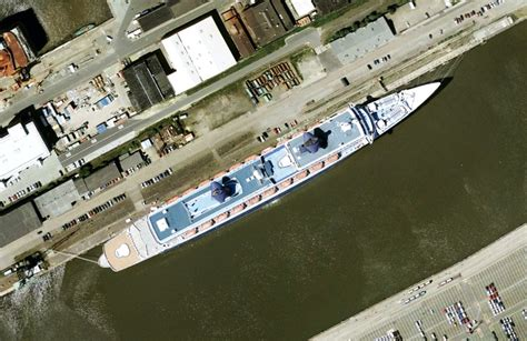 werf interieur aerial shot of the ss norway dockside at the hapag lloyd
