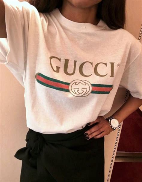 T-shirt Gucci  tee-shirt logo Gucci | Gucci Logos and Loafers outfit