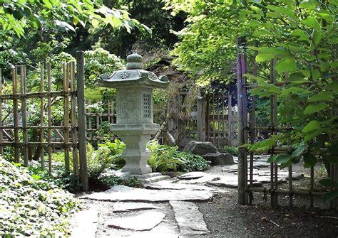 Japanische Steinlaterne Im Japanischen Garten Des
