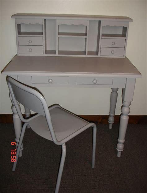 rangement archives bureau bureau en bois gris avec chaise atelier darblay le