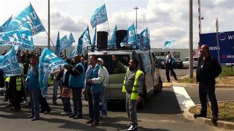 siege social translation groupe wfs les salariés sont en grève devant le siège
