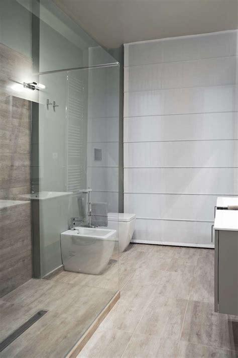 bagni in gres porcellanato bagni con gres porcellanato effetto legno